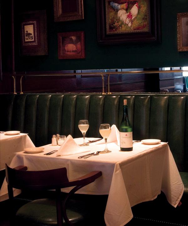 new orleans restaurant photos french quarter restaurant photos mr b 39 s bistro. Black Bedroom Furniture Sets. Home Design Ideas